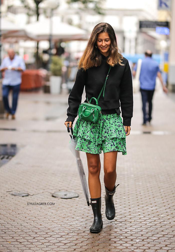 shopping woman with mini skirt women ile ilgili görsel sonucu